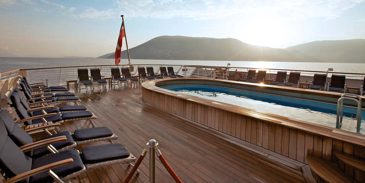 Small luxury cruise ships to the most intimate ports for Luxury small cruise lines